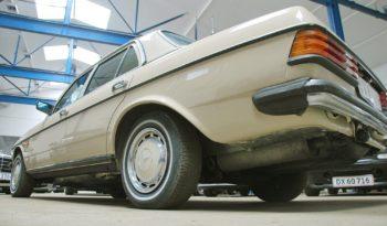 Mercedes-Benz 200-300 (W123) 200 E full