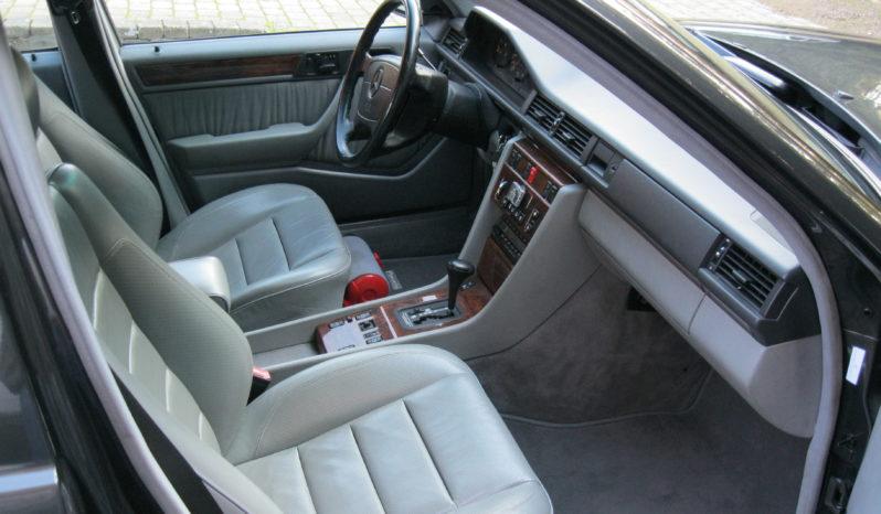 Mercedes-Benz E-Klasse (W124) 500E full