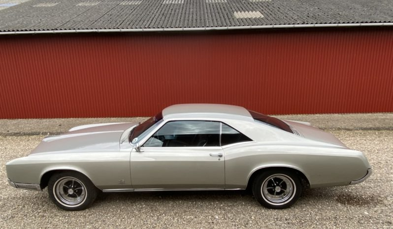 Buick Riviera V8 Coupe full